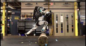 Робот из Boston Dynamics научился взбираться по лестнице: видео