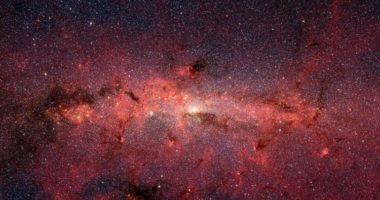 В центре Млечного Пути могут быть тысячи черных дыр