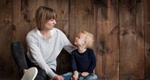 Воспитание ребенка: что важнее — общительность или трудолюбие?