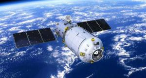 Неуправляемая орбитальная станция летит к Земле