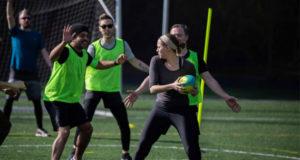 «Посмотри мячу в глаза»: нейросеть придумала новый вид спорта
