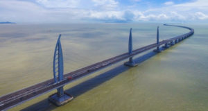 Как выглядит самый длинный морской мост в мире