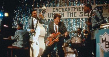 Как Марти Макфлай познакомил людей 1950-х с рок-н-роллом и хеви-металлом? История саундтрека к-ф «Назад в будущее»