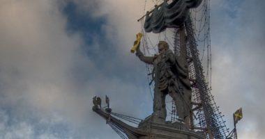 Как устроен памятник Петру I Церетели?