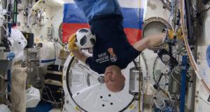 Видео: футбол в космосе