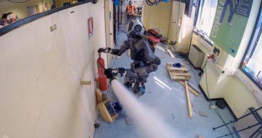 Новый гуманоидный робот-пожарный: видео