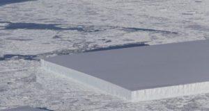 Около Антарктиды обнаружен прямоугольный айсберг