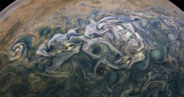 Удивительное сходство фотографий Юпитера и Земли