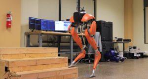 Cassie: робот-курьер Boston Dynamics готов служить людям