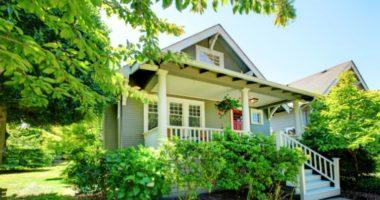 Какие деревья и кустарники посадить возле дома?
