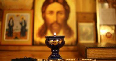 Что «показывают» святые и случайны ли их жесты?