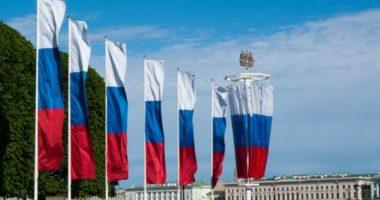 Как правильно подвешивать российский триколор?