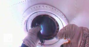 Как помыть окна в космосе: видео очистки иллюминаторов МКС